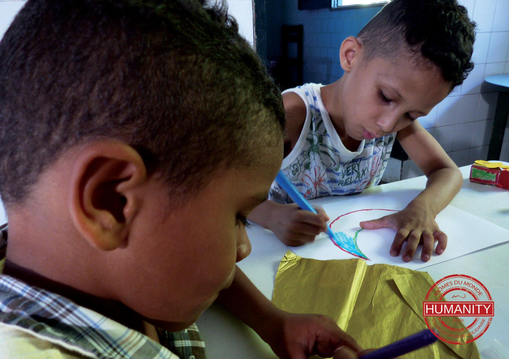 enfant dessin papier