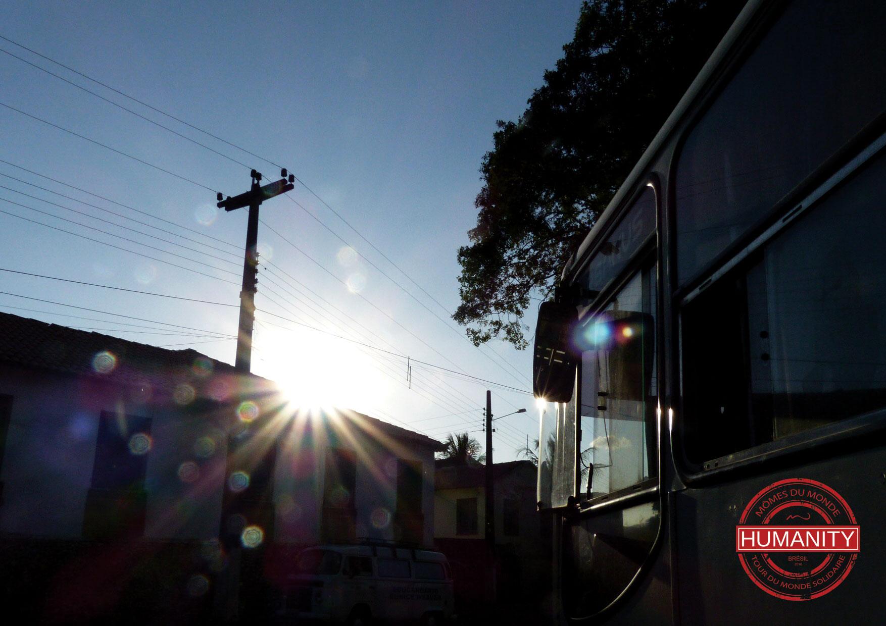 bus soleil ciel