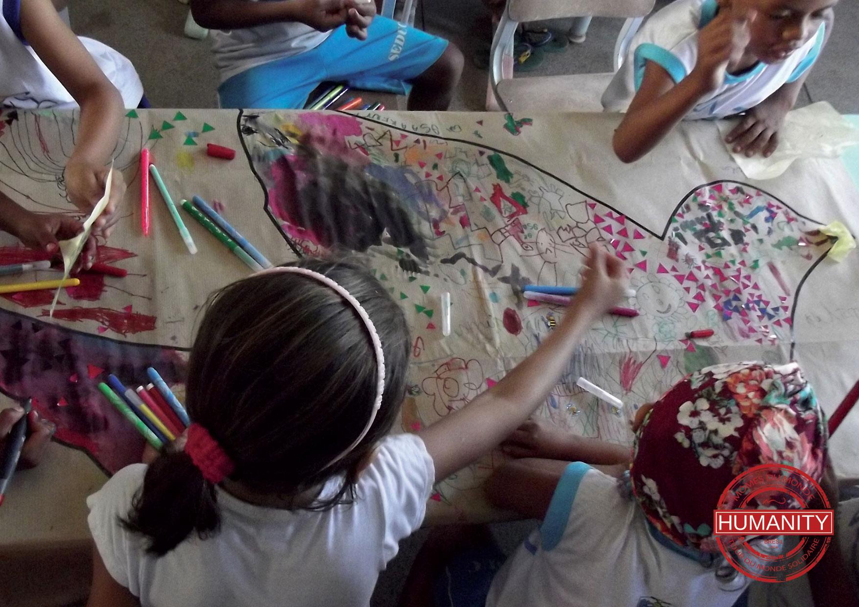 enfants crayons peinture